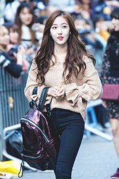 SinB Kpop Fashion, Korean Fashion, Fashion Outfits, Kpop Girl Groups, Kpop Girls, Sinb Gfriend, Casual Outfits, Cute Outfits, G Friend