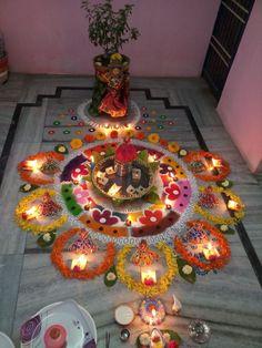 Diwali Decorations, Flower Decorations, Indian Artwork, Pooja Room Design, Beautiful Rangoli Designs, Pooja Rooms, Good Morning Images, Telugu, Krishna