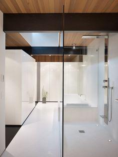 Wood Block Residence White Bathroom, Bathroom Interior, Bathroom Modern, Minimal Bathroom, Bathroom Closet, Master Bathrooms, Contemporary Bathroom Designs, Modern Design, Minimalist Bathroom Furniture