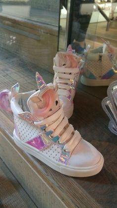 Unicorn lovers check this out► unicornsofudithia. Diy Unicorn, Unicorn Outfit, Unicorn Gifts, Cute Unicorn, Unicorn Clothes, Vans Bebe, Cute Shoes, Me Too Shoes, Girls Shoes