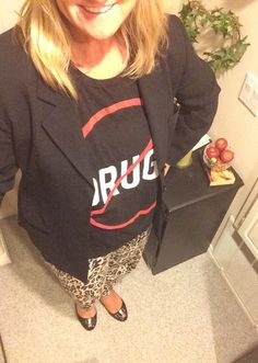 I've been waiting almost a year to wear this graphic t-shirt! I found this anti-drug muscle t-shirt at Forever 21 last year, about a week after Red Ribbon Week, an annual event in October that prom...