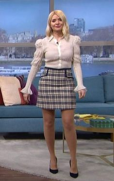 Holly Willoughby Legs, Holly Willoughby Outfits, Tights And Heels, Amazing Legs, Elegant Lady, Sexy Blouse, Perrie Edwards, Nice Legs, Lorraine