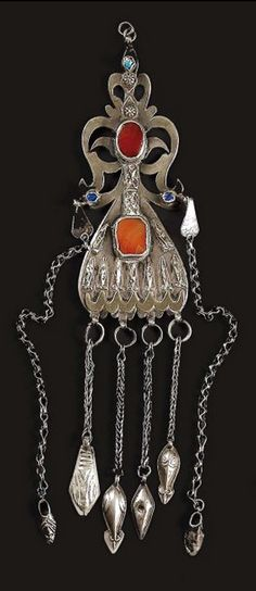 Turkestan | Temporal pendant ~ engse lik ~ from the Yomud people | Silver, cornelian and glass | 20th century