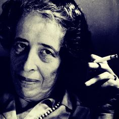 Conhecida como a pensadora da liberdade, Hannah Arendt viveu as grandes transformações do poder político do século XX. Estudou a formação dos regimes autoritários/totalitários instalados nesse perí…
