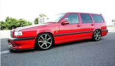 Beautiful 850 being guided by some very clean anthracite Volans Volvo V70r, Volvo Wagon, Volvo Cars, Red Wagon, Car Manufacturers, Station Wagon, Touring, Old School, Classic Cars