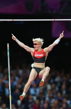 Martha Strutz of Germany clears the bar in the women's pole vault final, London, August 6, 2012. Source: Getty Images