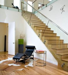 In private homes or public buildings, glass staircases will always look amazing no matter what the setting is. But we find it particularly interesting when there's a combination of materials, such as wood or concrete for the stairs and glass for the staircase wall. A very nice balance is created, don't you think? 1 | …