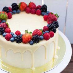Cake Decorating Designs, Cake Decorating Techniques, Cake Designs, Cake Decorated With Fruit, Fruit Cake Design, Fruit Birthday Cake, Fresh Fruit Cake, Berry Cake, Dessert Decoration