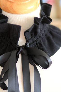 Victorian Style Fashion Collar - Ruffled Choker in Black Cotton Gauze - Lots of Colors Fashion Sewing, Diy Fashion, Style Fashion, Tea Party Outfits, Faux Col, Sewing Collars, Estilo Preppy, Victorian Fashion, Victorian Collar