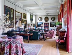 Home Design Drawings Antique portraits and landscapes line the drawing room of an English country house decorated by Robert Kime's eponymous firm. - Robert Kime demonstrates skill in heavily patterned and detailed decor Architectural Digest, Interior Exterior, Best Interior, Home Design, Interior Design, Design Design, English Country Decor, World Of Interiors, Drawing Room