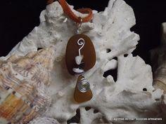 Ecojoia artesanal. Pingente de colar com alumínio e vidro de praia marrom Necklace brown seaglass and aluminum. Handmade eco jewelry
