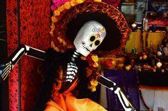 La Ciudad de México celebra a sus Fieles Difuntos con música y baile en el Zócalo capitalino