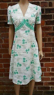 70s Does 40s Vintage Novelty Print House & Floral Crochet Lace Trim Dress