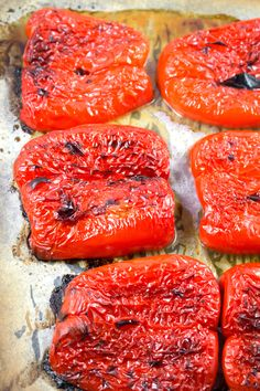 Roasted Red Bell Peppers Why waste on jar peppers EASY Keeps 4 days in fridge 2 weeks in olive oil Clean Eating Diet, Clean Eating Recipes, Cooking Recipes, Grilling Recipes, Vegan Vegetarian, Vegetarian Recipes, Healthy Recipes, Veggie Dishes, Vegetable Recipes