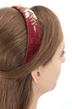 Maroon pearl and gold embroidered hairband BY KARIESHMA SARNAA. Shop now at perniaspopupshop.com #perniaspopupshop #womensfashion #love #jewellery #happyshopping #exquisite #shopnow
