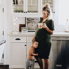 Mom and children photography family pictures sweets 35 Ideas Pregnancy Outfits, Pregnancy Photos, Pregnancy Style, Baby Pregnancy, Pregnancy Fashion, Acacia Brinley, Future Mom, Baby Family, Family Life