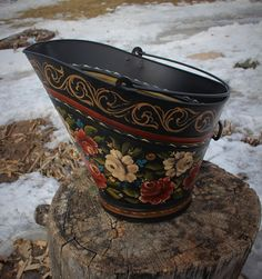 Beautiful Norwegian Rosemaling ~ Valdres Stlye ~ Antique Coal Bucket by FolkartbyCathy on Etsy Scandinavian Folk Art, Scandinavian Furniture, Norwegian Rosemaling, Tole Painting, Painting On Wood, European Style Homes, Etsy Vintage, Painting Inspiration, Antiques