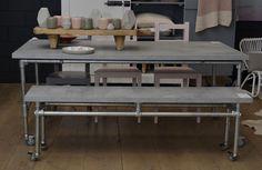 tafel met steigerbuizen betonnen blad - Google zoeken
