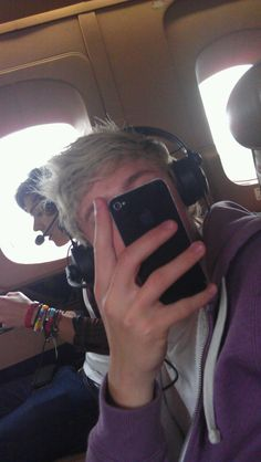 Harry Styles & Niall Horan plane