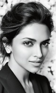 Deepika Padukone (born 5 January is an Indian film actress and model. Girl Drawing Sketches, Portrait Sketches, Cool Art Drawings, Realistic Drawings, Pencil Portrait, Portrait Art, Portrait Photography, Charcoal Portraits, Charcoal Art