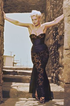 KIM NOVAK The Best Hourglass Bodies of All Time  - ELLE.com