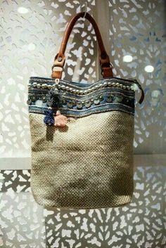 ☆ Rhapsody more - - Taschen - Bolsas Sacs Tote Bags, Reusable Tote Bags, My Bags, Purses And Bags, Diy Sac, Burlap Bags, Boho Bags, Denim Bag, Fabric Bags