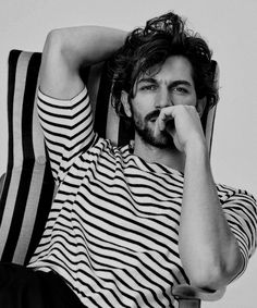 Karen shoots an intimate, cozy and simply stunning portrait of the equally stunning actor Michiel Huisman. Portrait Photography Men, Photography Poses For Men, Photography Reflector, Men Portrait, Photography Hashtags, Male Portraits, Photography Lighting, Newborn Photography, Nature Photography