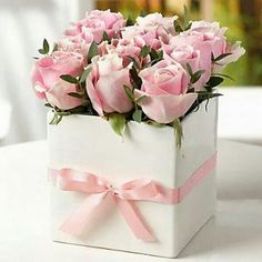 This is a bunch of 15 Pink Roses in a box. Pink roses signify elegance, gentility, and poetic romance, without the seriousness signified by red. Fresh Flowers, Pretty Flowers, Pink Flowers, Paper Flowers, Flowers For You, Rosen Box, Deco Rose, Baby Shower Flowers, Deco Floral