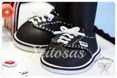 Fofucho con zapatillas vans en goma eva www.xeitosas.com