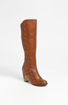 Vintage sophistication meets modern charm on a curvy knee-high boot that effortlessly captures the texture trend. In Whiskey Brown