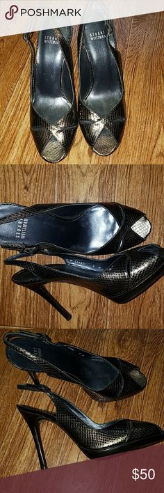 """Stuart Weitzman slingback pumps Size 9 Gorgeous Stuart Weitzman bronze metallic snakeskin, open toe slingback pumps.  Size 9M. 4 1/2"""" woodstacked heels. 1/2"""" platform. Leather sole. Made in Spain.   EUC!! **These shoes are not brown!.  They are more of a multi-color bronze/gold metallic color. Stuart Weitzman Shoes Heels #stuartweitzmanpumps"""