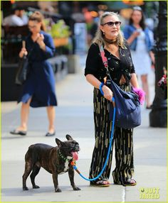 Carrie Fisher & Gary walkin around NYC Debbie Reynolds Carrie Fisher, Carrie Frances Fisher, Star Wars Film, Star Wars Clone Wars, Carrie Fisher Billie Lourd, Gary Fisher, American Actress, Role Models, Carry On
