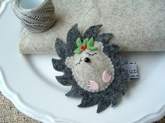 Felt hedgehog Christmas ornament.....this would be sooo cute as a hair clip Dulcie will love this