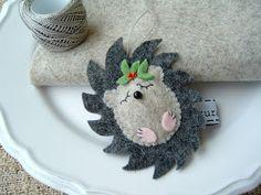 Felt hedgehog Christmas ornament.....this would be sooo cute as a hair clip …