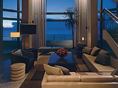 Loews Miami Beach Hotel is a 5 star hotel situated directly on the private beach in South Beach.