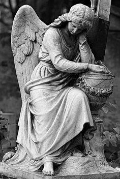 Victoria Station ♥~sandra de~My Romantic Heart~♥ Cemetery Angels, Cemetery Statues, Cemetery Art, Angel Statues, Angels Among Us, Angels And Demons, Statue Ange, Foto Blog, I Believe In Angels