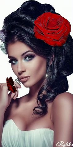 Girls With Flowers, Flowers In Hair, Gif Animé, Animated Gif, Fair Face, Magic Eyes, Best Husband, Horse Love, Pretty Woman