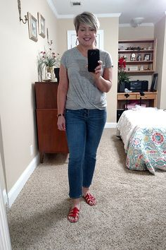 summer work from home jeans outfit with neutral colors and bright red slide sandals #outfitideas #womensfashion Jean Outfits, Cute Outfits, Fashion Outfits, Fashion Trends, Jeans Outfit Summer, Casual Summer Outfits, Coats For Women, Clothes For Women, Summer Work
