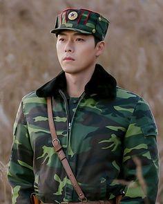 Crash Landing On You-Hyun Bin-Korean Drama-Subtitle South Korean Women, Korean Men, Korean Actors, Hyun Bin, Netflix, Drama Korea, Korean Drama, Lee Shin, Chines Drama