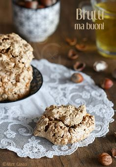 """Literally, this translates to """"ugly but good"""" … just say br … - DIY Christmas Cookies Italian Christmas Cookie Recipes, Italian Cookie Recipes, Easy Cookie Recipes, Italian Cookies, Dessert Recipes, Italian Macarons, Hazelnut Cookies, Chewy Chocolate Chip Cookies, Small Desserts"""