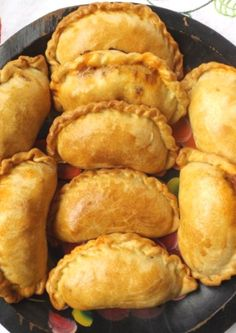 These steak picado, beef empanadas are perfect for when you need a meal on the go! Delicious anytime of the day. Spicy Recipes, Mexican Food Recipes, Beef Recipes, Cooking Recipes, Beef Empanadas, Empanadas Recipe, Spanish Empanadas, Pork Tamales, Latin Food