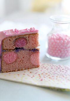 My Lovely Food : 2º Aniversario del blog, Sorteo!! y un Strawberry Pink Degraded Pop Cake (Tarta de fresa y bolitas cake pop con buttercream degradado)