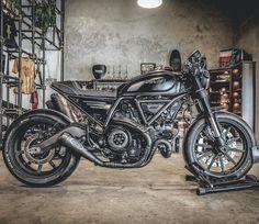 "197 tykkäystä, 4 kommenttia - (๙) จงทำดี คิดดี (@smp.bk) Instagramissa: ""New look. % #caferacer #zeuscustom #gforcethailand Thank you. #ducati #ducatiscrambler…"" Moto Ducati, Ducati Cafe Racer, Ducati Scrambler, Scrambler Custom, Custom Cafe Racer, Café Racers, Bike Style, Cars And Motorcycles, Motorbikes"