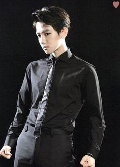 Baekhyun [SCAN] Exo Concert: THE LOST PLANET goods brochure (cr: Twitter / yehet0408)