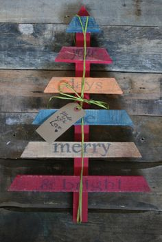 www.alexisbarncreates.com (Pallet Wood Christmas Trees)