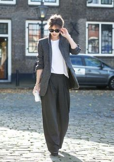 The capsule wardrobe essential collection features sophisticated and stylish wide-leg trousers. Be your own muse, be your inspiration in your style - how you look and feel. Fashion Moda, Look Fashion, Winter Fashion, Womens Fashion, Street Style Vintage, Look Street Style, Mode Outfits, Casual Outfits, Fashion Outfits