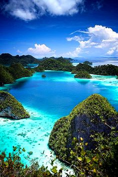 10 Beautiful Places In Philippines to See Places Around The World, Oh The Places You'll Go, Places To Travel, Places To Visit, Around The Worlds, Tourist Places, Tourist Spots, Vacation Destinations, Dream Vacations