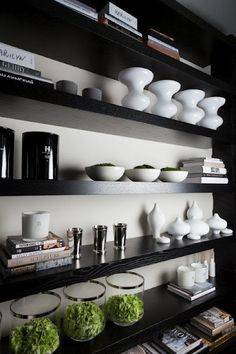 6 Most Simple Tricks: Floating Shelves Decoration White Subway Tiles floating shelves decoration mirror.Floating Shelves Kitchen Measurements floating shelf decor behind couch. Black Floating Shelves, Reclaimed Wood Floating Shelves, Floating Shelves Bedroom, Floating Shelves Kitchen, Black Shelves, Room Shelves, Kitchen Shelves, Kelly Hoppen Interiors, Bookcase Styling