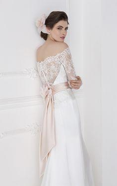 Ricorda che l'abito di deve essere tuo! Trovare un abito romantico e sensuale non è impossibile! La collezione Viviè di @valentinispose è meravigliosamente sexy!! Che ne dite?  #abitodasposa #wedding #weddingdress #dresses #viviè #valentinispose #grazianavalentini #abitodasposasexy #abitodasposasenzuale #collezionesposa2017
