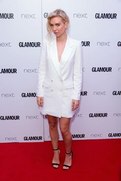 Vanessa Kirby's Red Carpet Moments Prove She's Fashion Royalty Blazer Outfits, White Outfits, Cool Outfits, Marchesa Gowns, Vanessa Kirby, Versace Dress, Red Carpet Gowns, Column Dress, Blue Gown